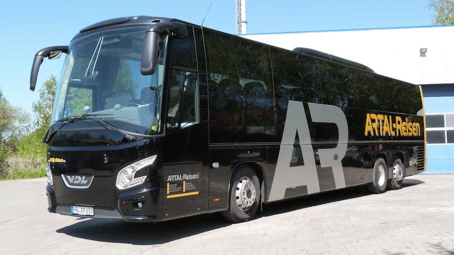 Reisebus mit 50 Sitz- & Rollstuhlplätzen